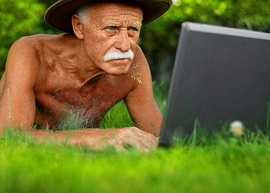 81-летний американец считает, что Твиттер — это поисковик и заносит в него поисковые запросы