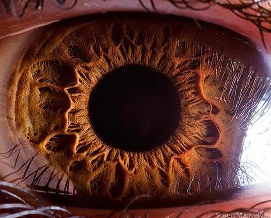 Человеческий глаз способен видеть предметы, находящиеся на любом расстоянии