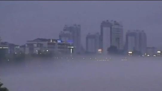 В городе Хуанчан над рекой возник огромный мираж в виде неизвестного города