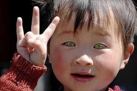 Мальчик с кошачьими глазами