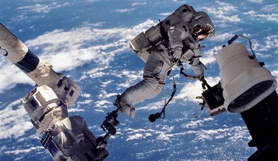 Что будет в открытом космосе с человеком без скафандра?