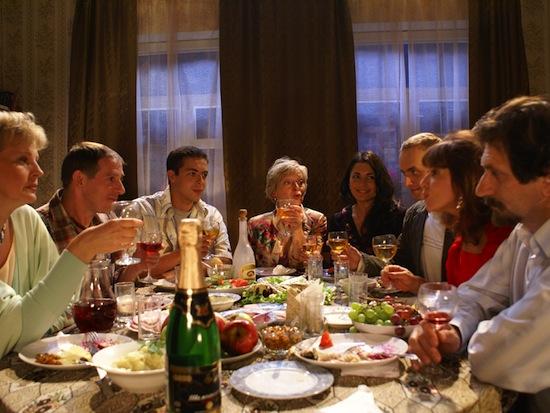 В 76% случаев алкоголизм появляется до 20 лет, в 49% — в подростковом возрасте