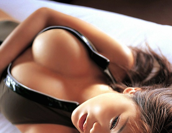 фото упругая женская грудь