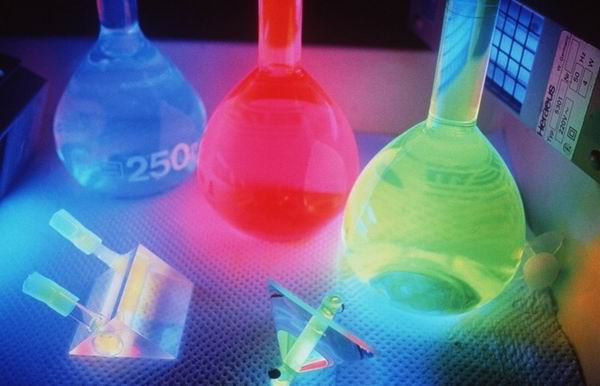 10 зрелищных химических реакций, которые удивят взрослых и детей