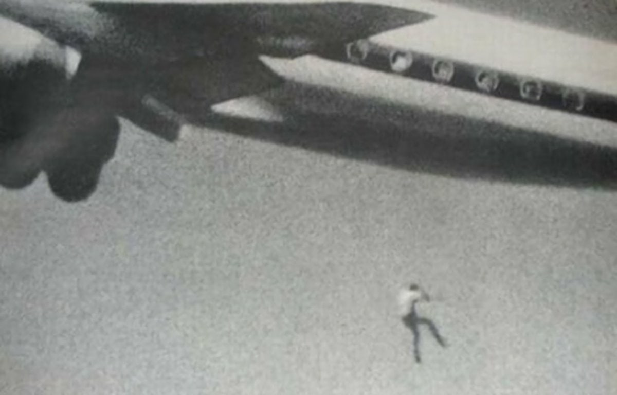 Падение Кита Сапсфорда из ниши шасси DC–8 Japan Airlines